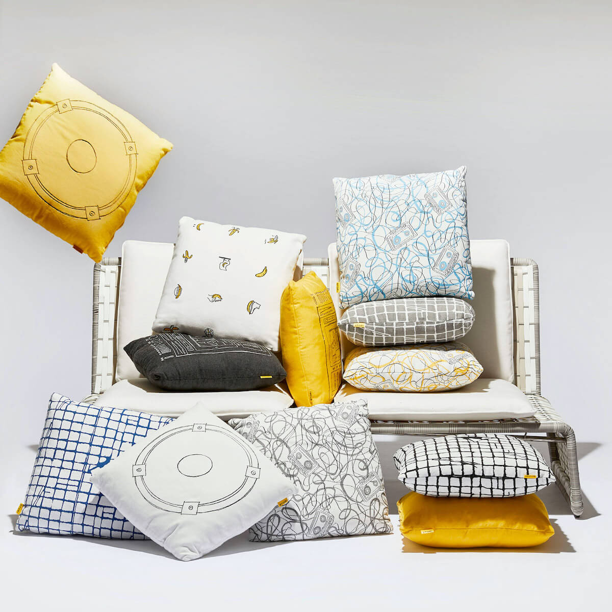 tabloid loveseat and outdoor throw pillows