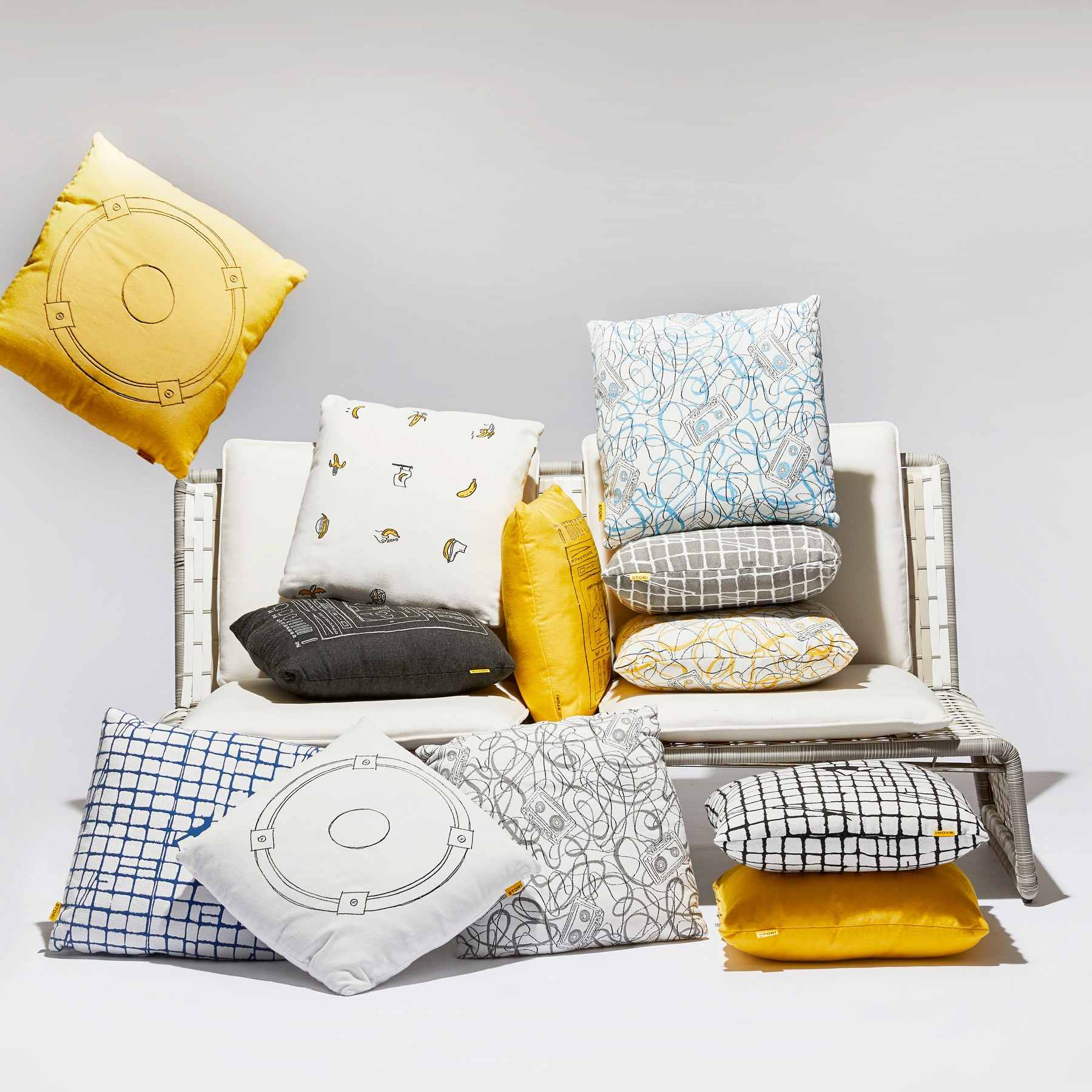 Pairing Outdoor Pillows with Your Patio Furniture