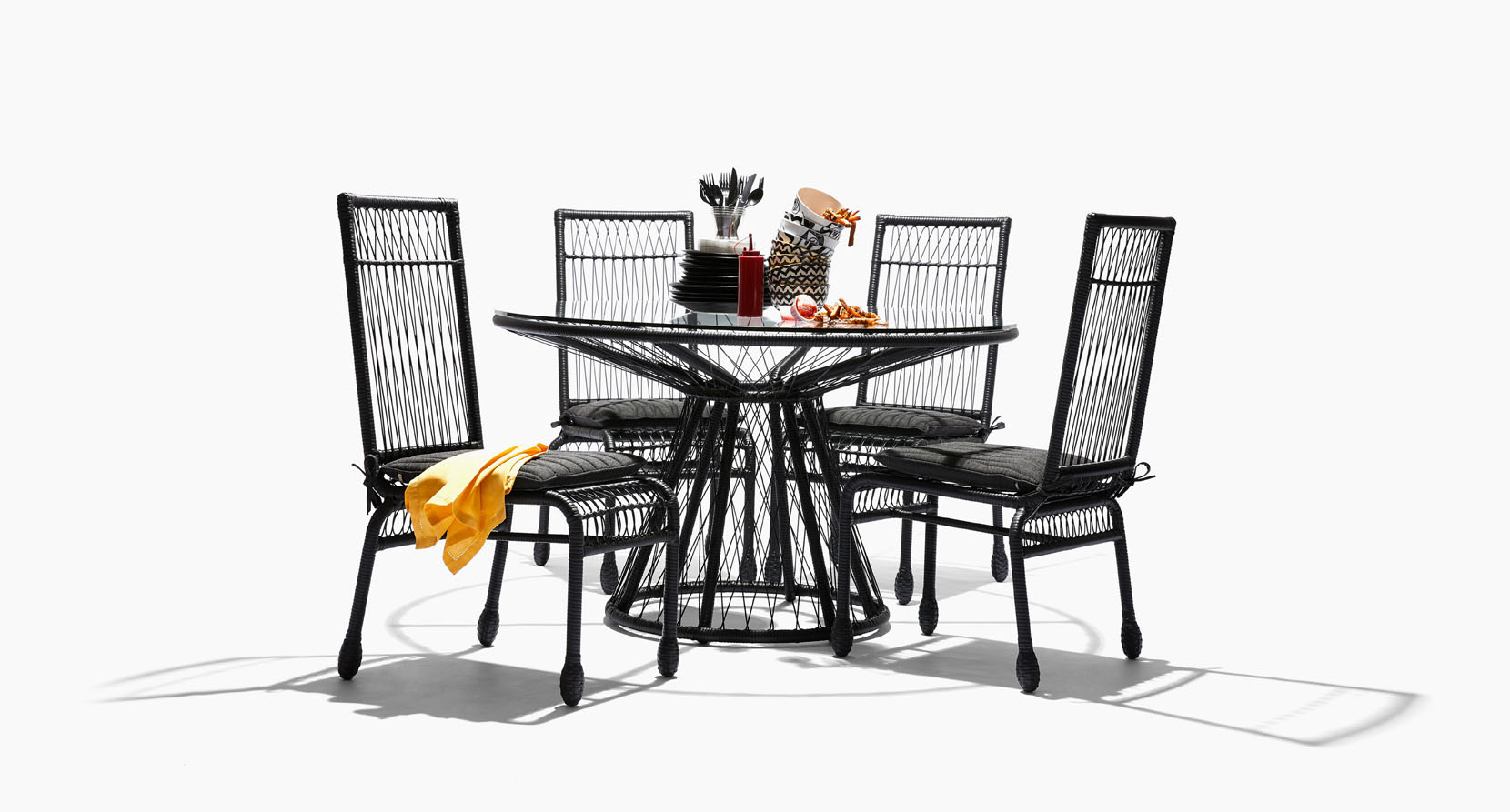 The Memoir Collection Outdoor Dining Set in Black