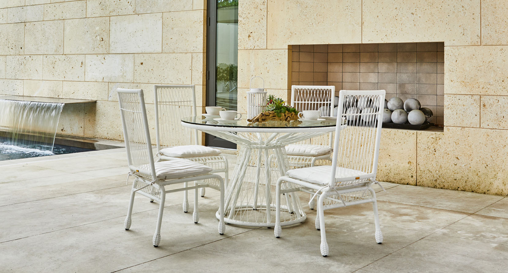 The Memoir Collection 5 Piece Outoor Dining Set
