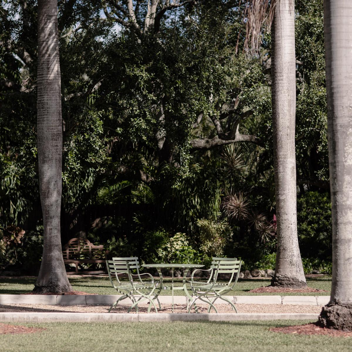 stori modern Journal patio set far view