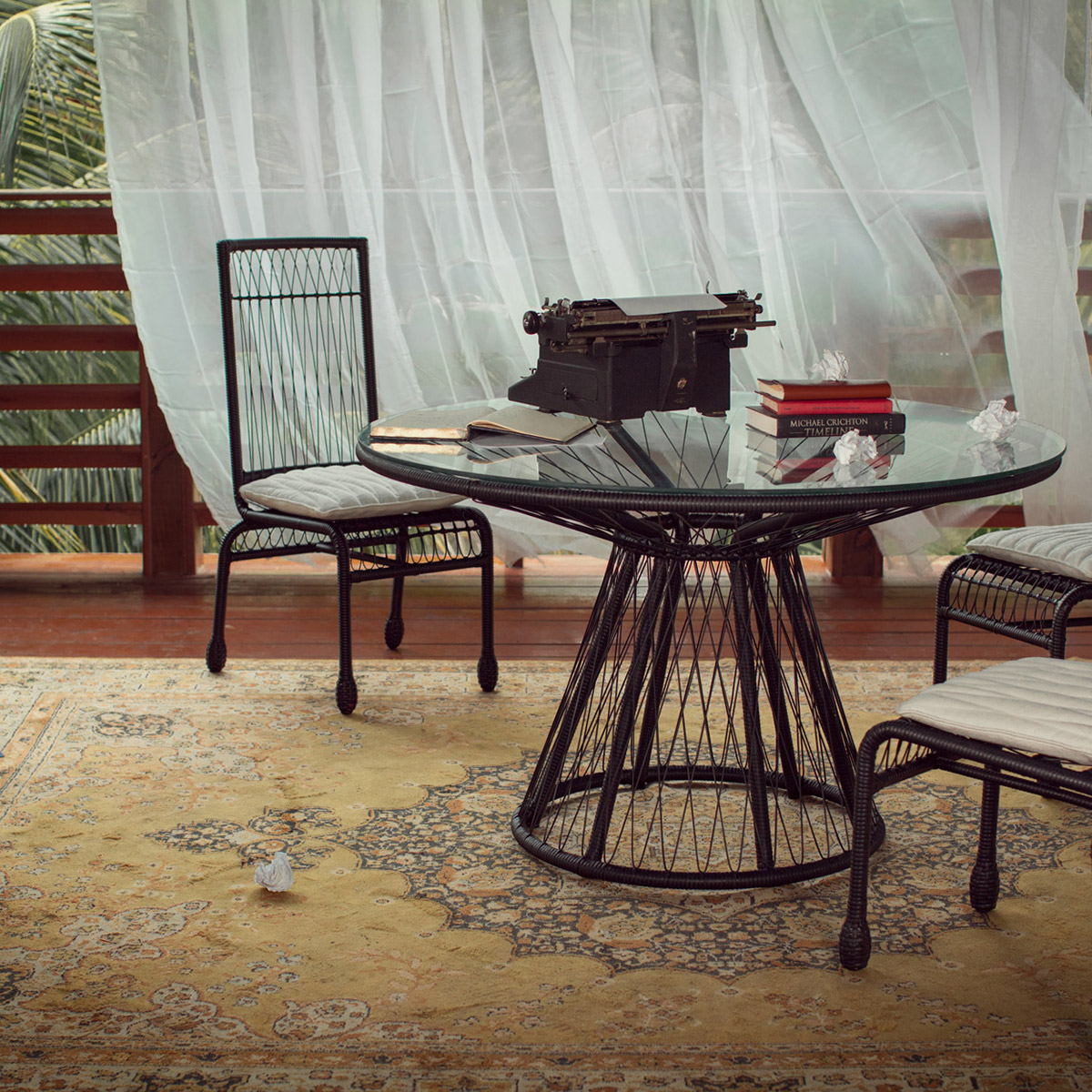 stori modern Memoir patio set