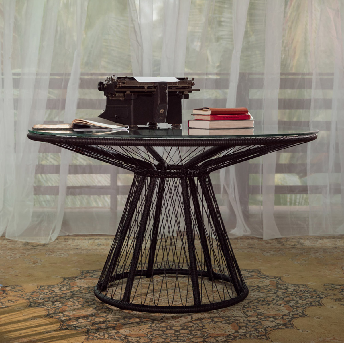 stori modern Memoir outdoor table