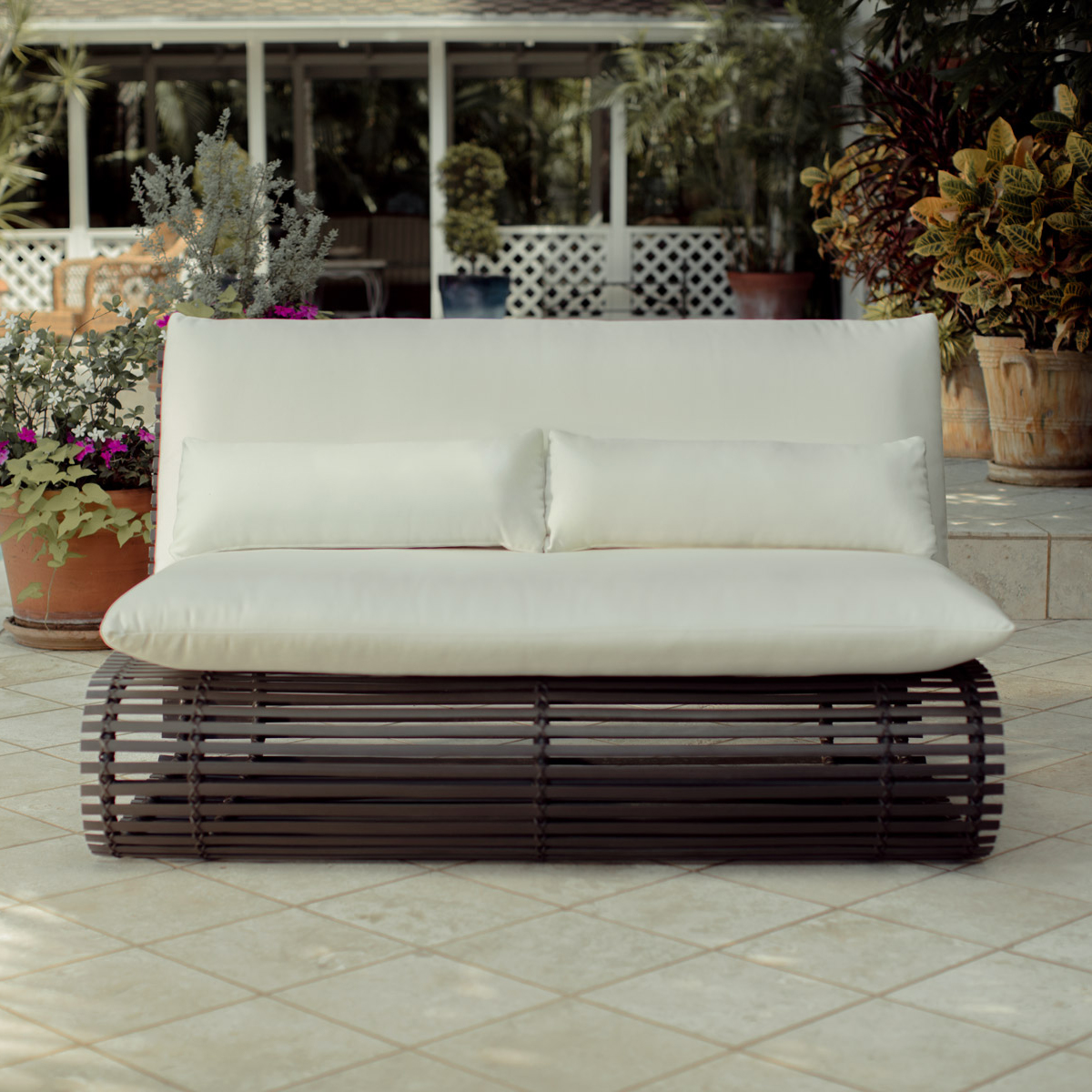 stori modern Novel patio loveseat